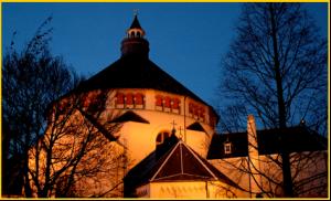 Catharinakerk in het avondlicht